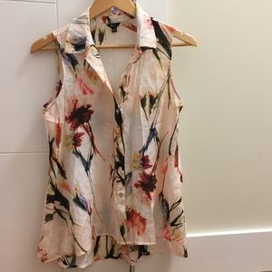 Patterned sleeveless blouse